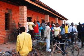 Community members arriving at the Nkhanga Village Library.